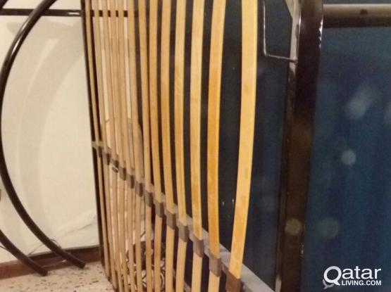 Metal bed frame (URGENT sale)