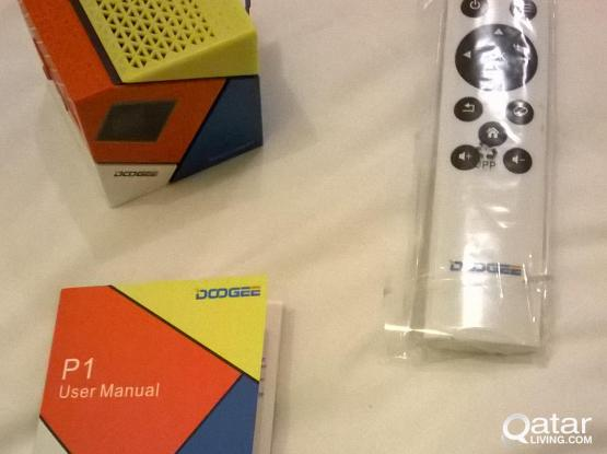 Doogee P1 portable projector for sale