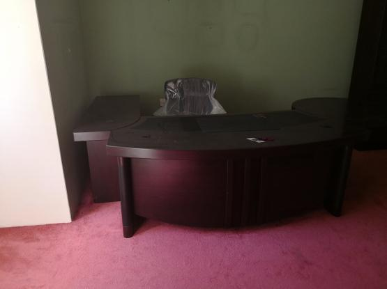 OFICE TABLE FOR SALE