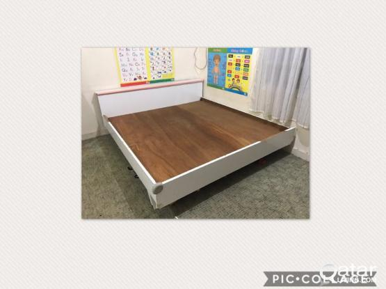 king size wooden bed only for QR50
