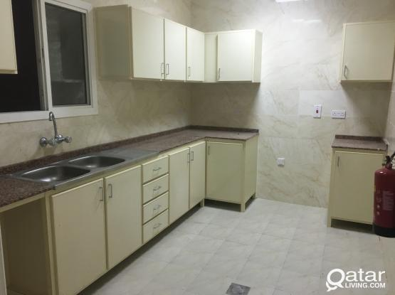 NO COMMISSION - Neat and clean condition 3 BHK proper flat apartment available at Wakrah Behind baladiya for family