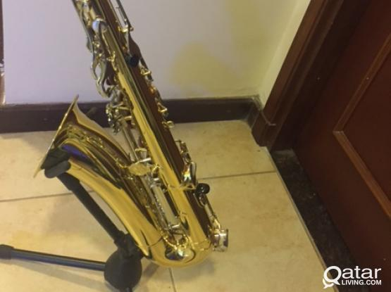 Yamaha Tenor Saxophone for sale with all its original accessories + stand