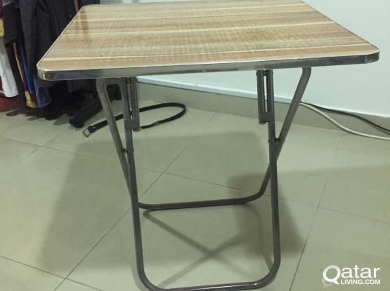 Foldable coffee table