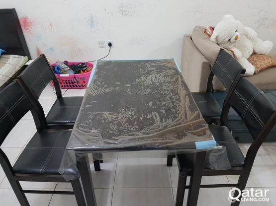 Dining table with 4 chairs - branded