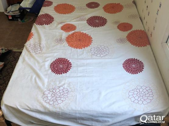 Bed with mattress - سرير مع مرتبة