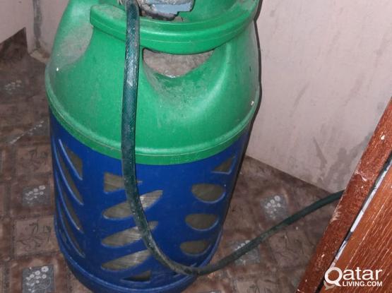 Gas cylinder with regulator