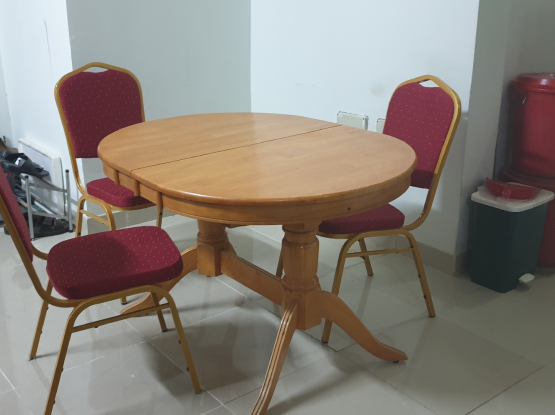 Extentable dining table with 3 chair