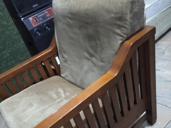 chair for urgent sell