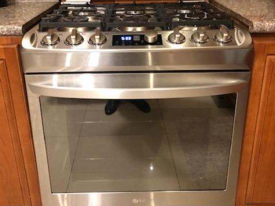 Latest Model LG Cooker- 6 months old-Moving out