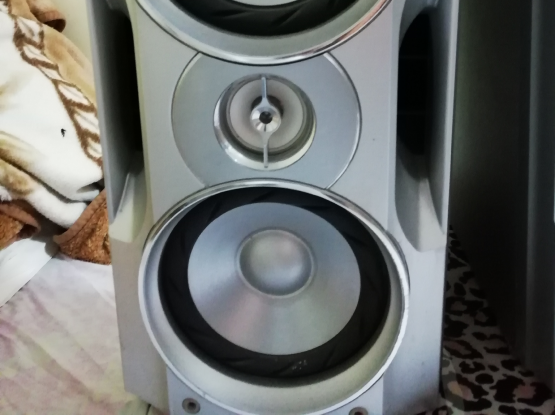 2 Sony speakers for sale
