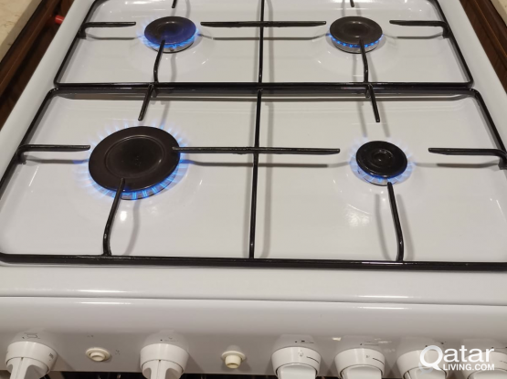 Indesit cooking range with 4 burners