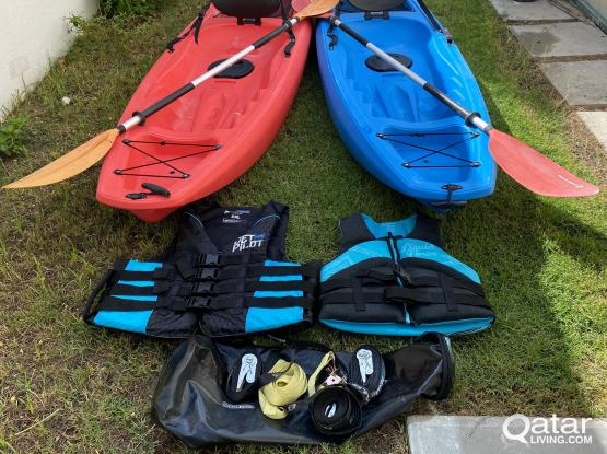 2 Kayaks, life jackets, paddles, dry bag and ratchet straps