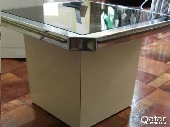 2 Glass Mirror side tables & Chest with 5 wide drawers , طاولتين زجاج مرايه ووحدة  أدراج كبيره