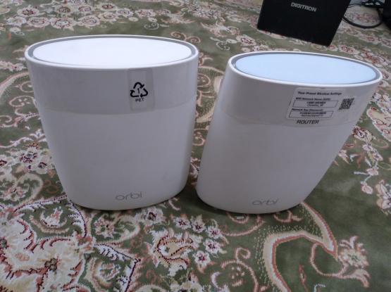 Orbi router and satelite
