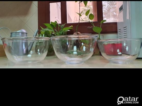 Glass mixing bowls.