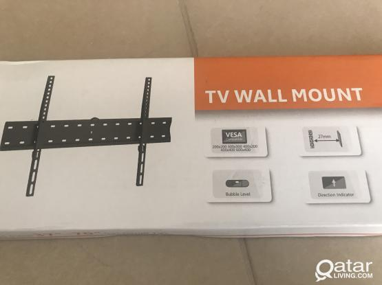 TV WALL MOUNT  fits most 37'' - 70'' flat panel TVs . NEW.