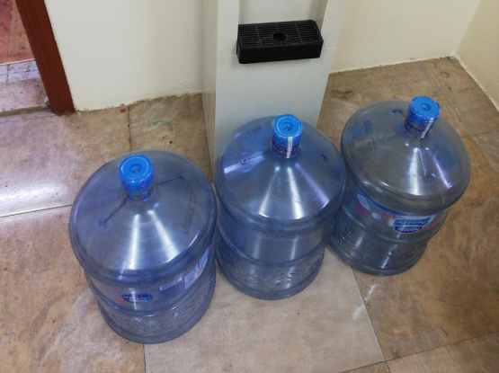 Dispensar + 3 Nestle bottels