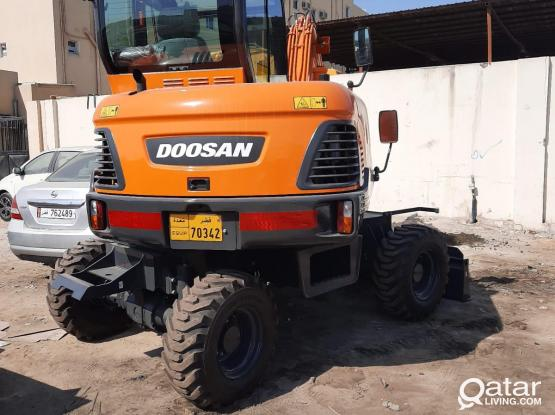 6 ton tyre excavator for rent in qatar