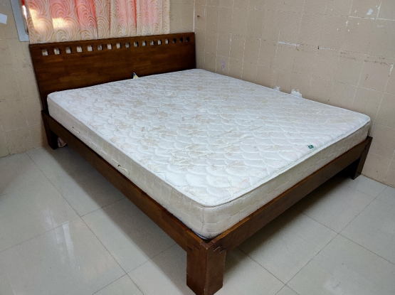For sale king size bed..