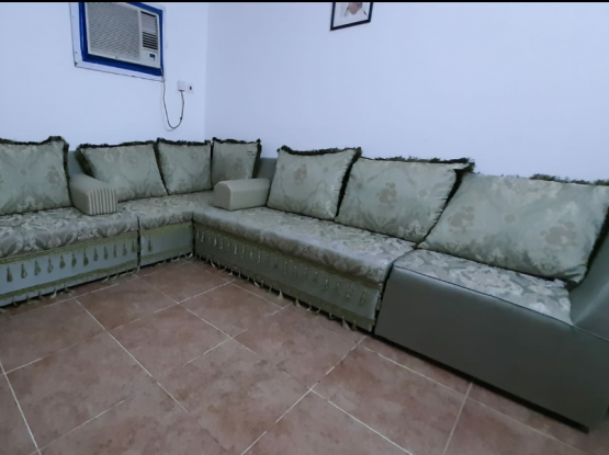 CLEAN SOFAS FOR SALE.