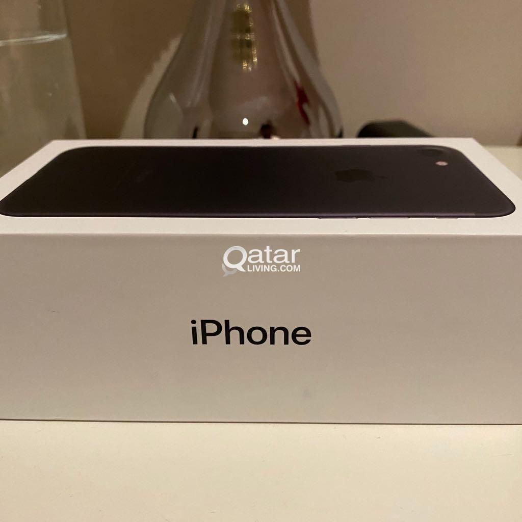 iPhone 7 32 GB- clean device- with complete box