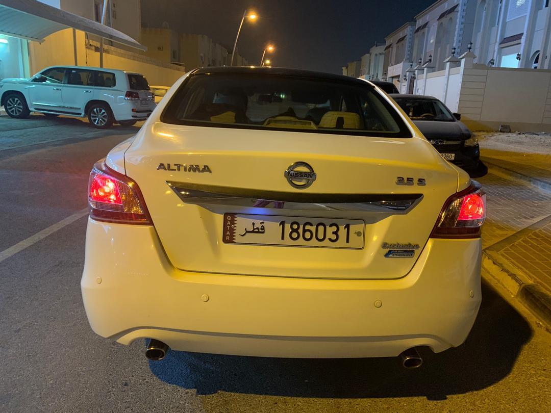 Nissan Altima Exclusive Edition 2013 (low mileage)