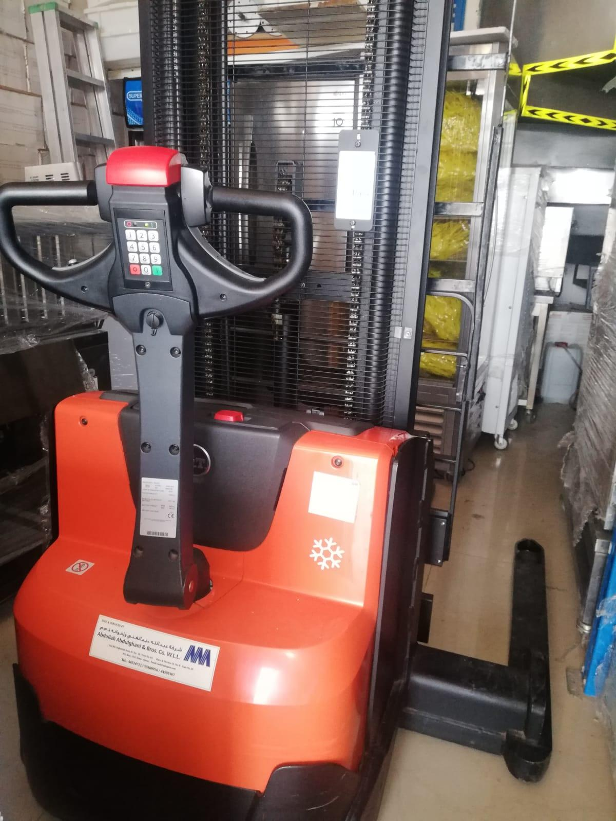 1.2Ton  Straddle Stacker fork lifter