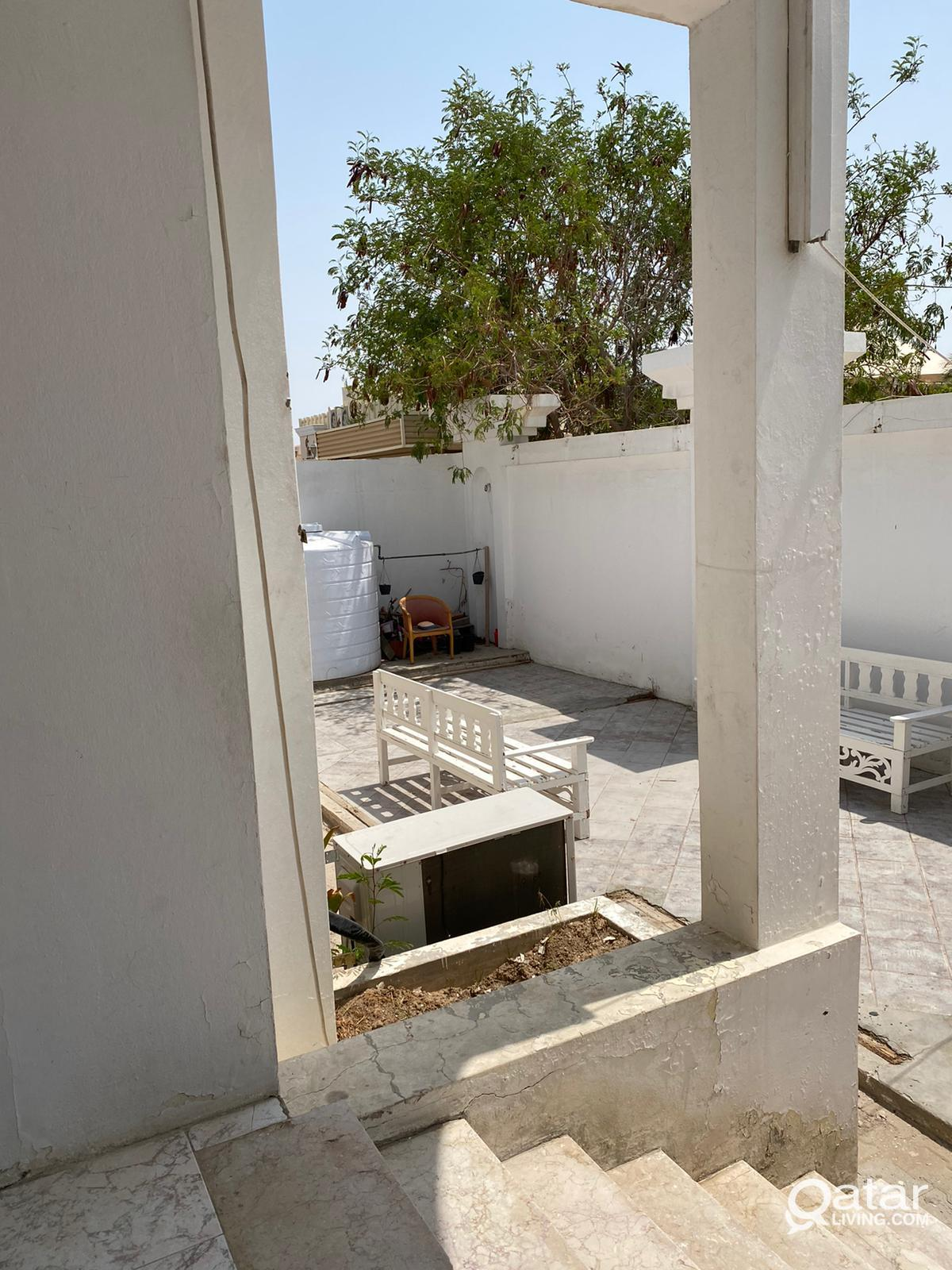 Independent 5BHK plus 1 outhouse near Lulu D Ring