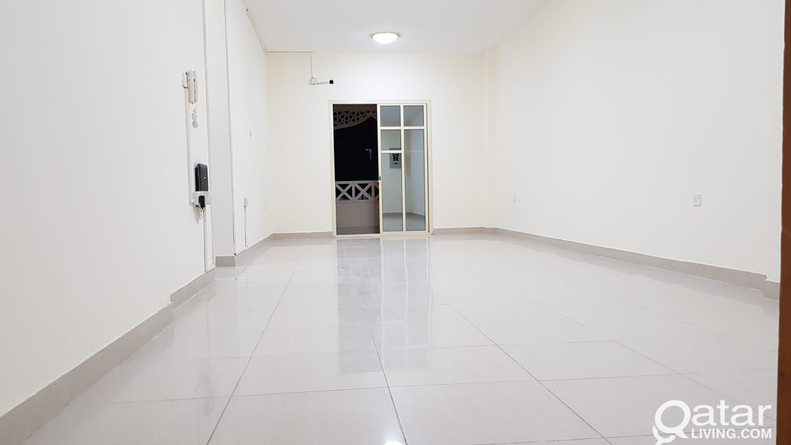 2 bedroom flat unfurnished with balcony